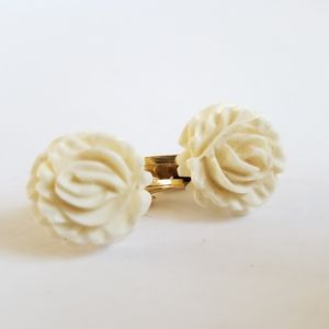 White flower clip on earrings